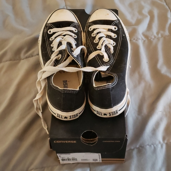 Converse Shoes - Woman's size 8 converse black sneakers